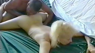 White amateur fingerblasted and slurped out by a black buddy