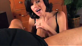 Married chick blowing my cock