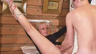 Mature lady double handed insertion