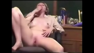 Nasty wifey five fingers deep orgasm